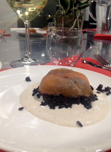 Insalata tiepida di riso nero al Salmone affumicato con sala aromatica alla soia.